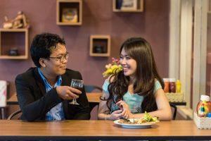 couple-au-restaurant