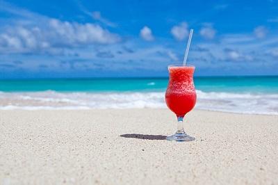 cocktail-sur-une-plage-vacances